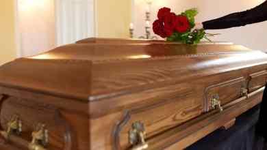 Publica-lista-de-invitados-a-su-funeral-excluye-a-sus-familiares