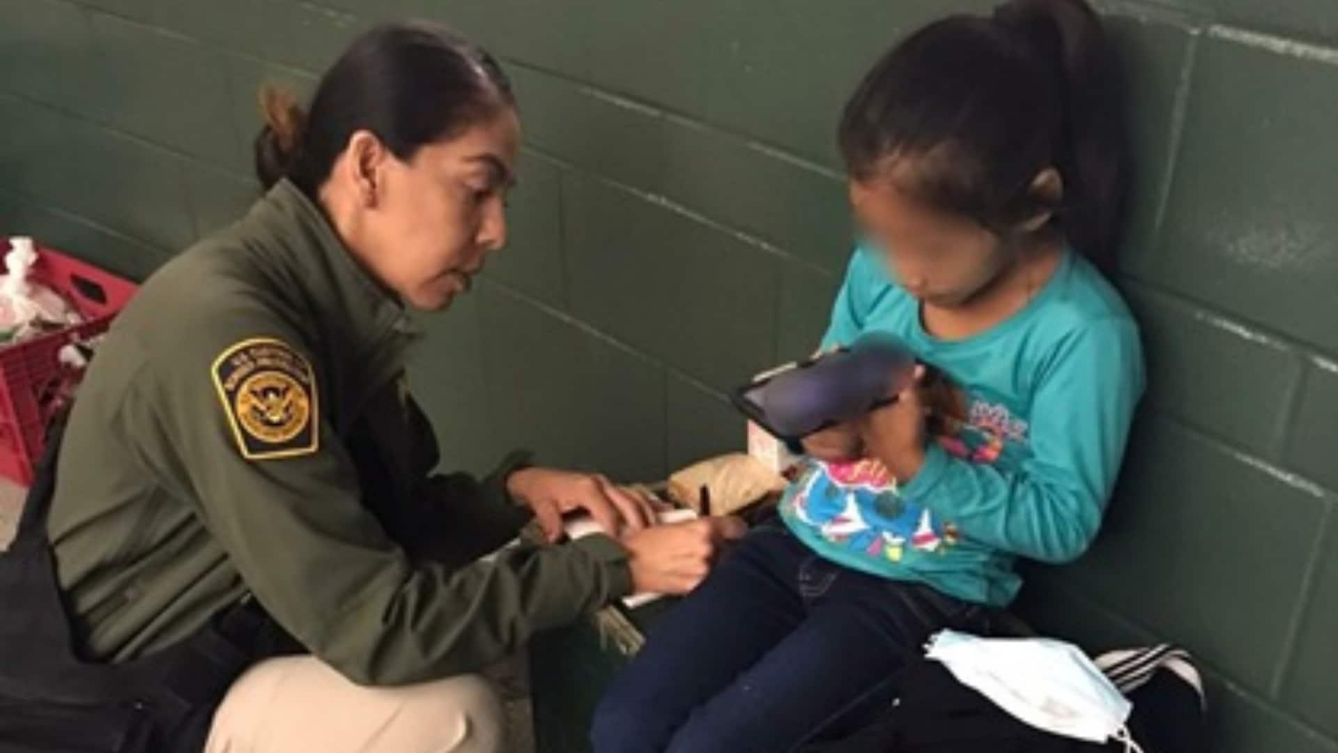 abandonan-a-nina-de-5-anos-en-el-frontera-entre-tijuana-y-san-ysidro
