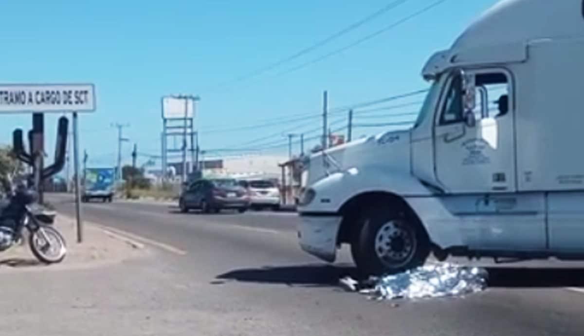 Fallece-motociclista-atropellado-por-tráiler