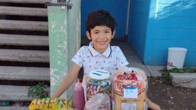 Ángel Antonio vende dulces