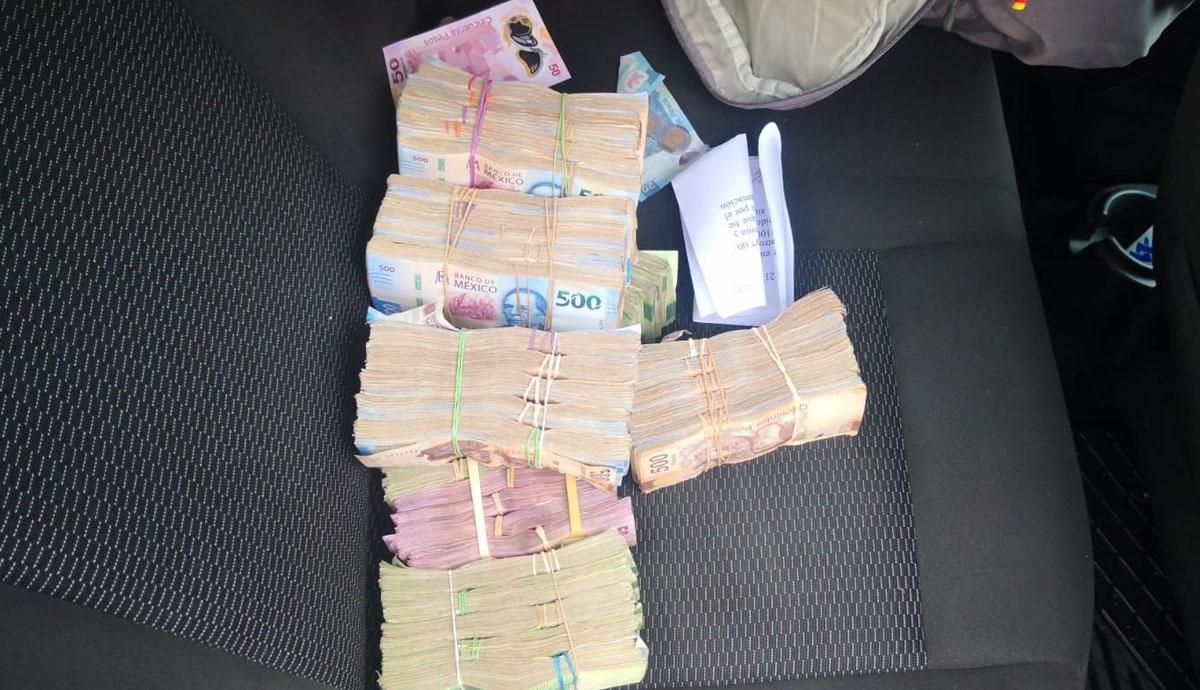 Cae-automovilista-con-un-millón-y-medio-de-pesos