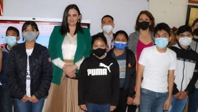 Ruiz-equipa-con-pizarrones-inteligentes-a-escuelas-municipales