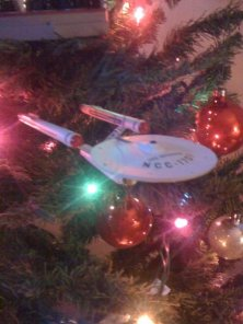 the TOS Enterprise...only lights up on its base; it doesn't plug into the light string