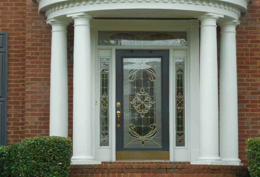 باب المنزل تصميمه يختلف حسب طراز الديكور وحجم البيت