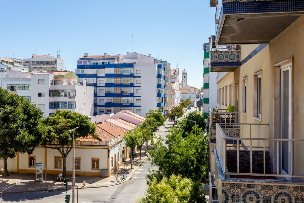 Newly reburbished 2-bedroom apartment in the centre of Portimão to let