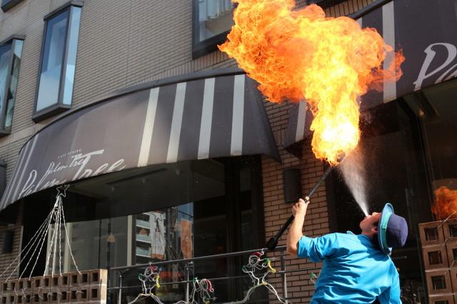 大道芸人GEN(ジェン)の火吹き