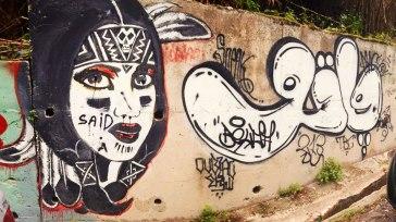 Visage d'une indienne.Tag: « VATO » écrit en arabe