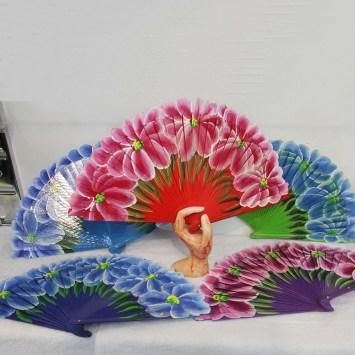 Eventail espagnole a grande fleurs