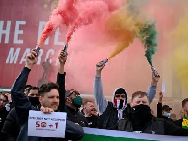 Angleterre- Les supporters de Manchester United envahissent le stade pour protester contre les propriétaires
