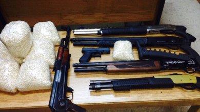 Photo of القبض على 4 أشخاص بحوزتهم مخدرات وأسلحة في البادية الشمالية