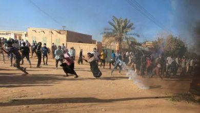 Photo of مظاهرات السودان: تجمع المهنيين يتحدى إعلان الرئيس عمر البشير حالة الطوارئ