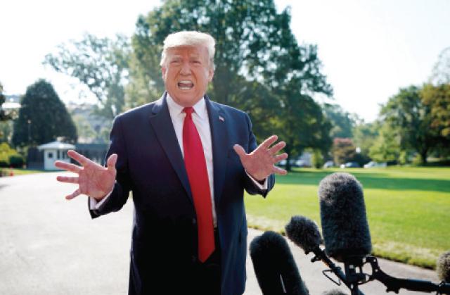 الرئيس الأميركي ترامب يتحدث للصحفيين في حديقة البيت الابيض أمس.-(ا ف ب)