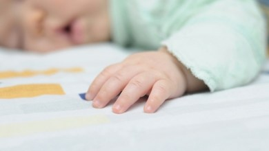Photo of 7 أعراض لتوقف تنفس الطفل أثناء النوم