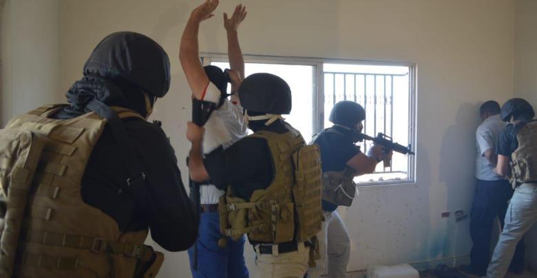 Photo of القبض على 12 مطلوباً وضبط أسلحة ومركبات معمم عليها