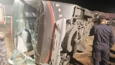 Photo of 13 إصابة إثر تدهور حافلة سياحية في العقبة – صور