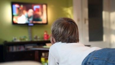 Photo of تحذير من تبعات مشاهدة التلفاز على مهارات الأطفال اللغوية