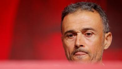 Photo of إنريكي خلال تقديمه مدربا جديدا لإسبانيا: مورينو لم يكن وفيا