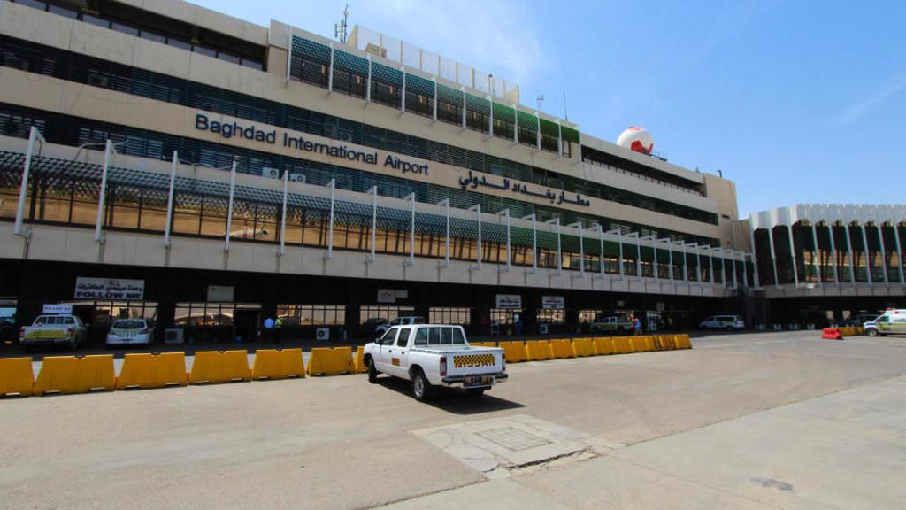 مطار بغداد الدولي حيث سقطت الصواريخ بالقرب منه