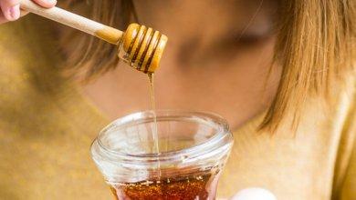 لا ينبغي وصع العسل في الماء الساخن لانه يفقد مزاياه