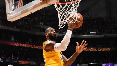 "Photo of ليبرون يُسقط فريقه السابق كافالييرز ويحلق مع ليكرز بـ ""NBA"""