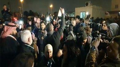 Photo of معتصمون أمام السفارة الأميركية: لن نعترف بإسرائيل – فيديو وصور