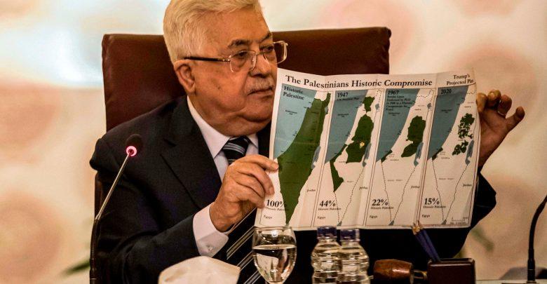 الرئيس الفلسطيني محمود عباس أبو مازن خلال الاجتماع الوزاري الطارىء في القاهرة (ا ف ب)