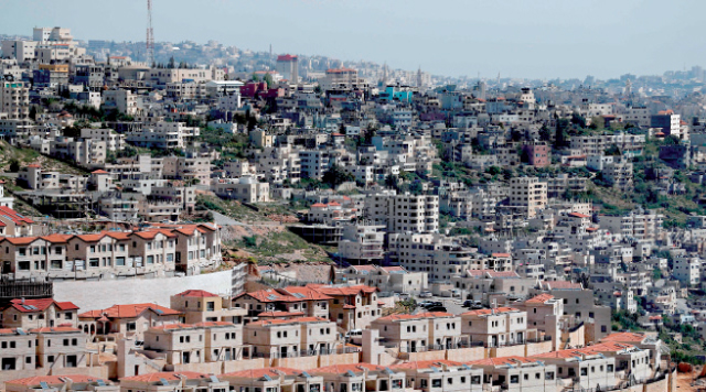 جانب من مستوطنة إفرات للاحتلال الإسرائيلي على الأطراف الجنوبية لمدينة بيت لحم بالضفة الغربية المحتلة - (أ ف ب)