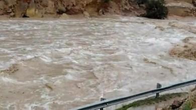 Photo of إغلاق طريق وادي عربة البترا بسبب ارتفاع منسوب المياه والانهيارات
