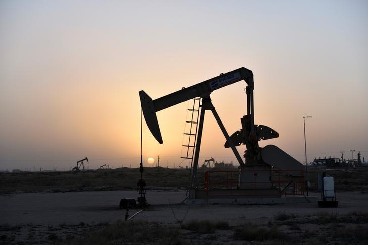 أسعار النفط تواصل التراجع على وقع تفشي كورونا