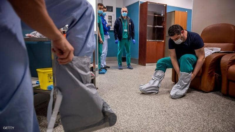 أطباء يستعدون لبدء يومهم في المستفى