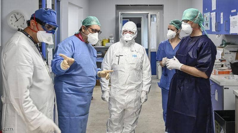 العمل الدؤوب في مستشفيات إيطاليا