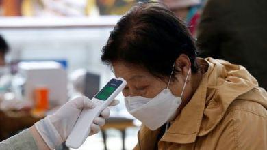 "Photo of فيروس كورونا في الصحف البريطانية: ""لا مناعة من الوباء، كورونا يعاود إصابة البشر بعد الشفاء"""