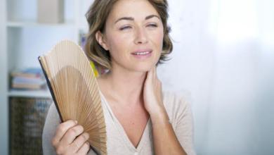 يُطلق الأدرينالين من خلال الجسم ويزيد من تدفق الدم عندما يعاني الجسم من الإجهاد أو القلق. وهذا يسبب ارتفاع في درجة حرارة الجسم.