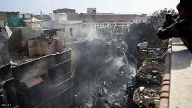 "Photo of 97 قتيلا في تحطم الطائرة في باكستان وناج يتحدث عن ""صراخ في كل مكان"""