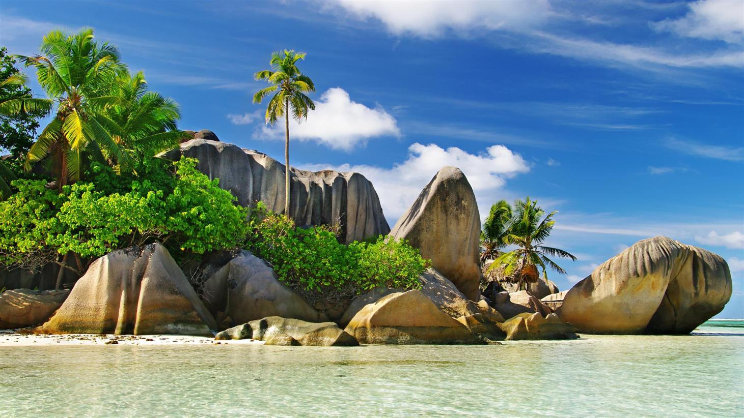 سيشيل، وهي سلسلة مكونة من 115 جزيرة صخرية خضراء في المحيط الهندي