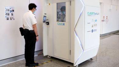 يختبر مطار هونغ كونغ الدولي جهازا مطهرا لكامل الجسم