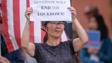 يطالب أمريكيون بإنهاء حالة الإغلاق وعودة الحياة والنشاط الاقتصادي إلى الوضع المعتاد
