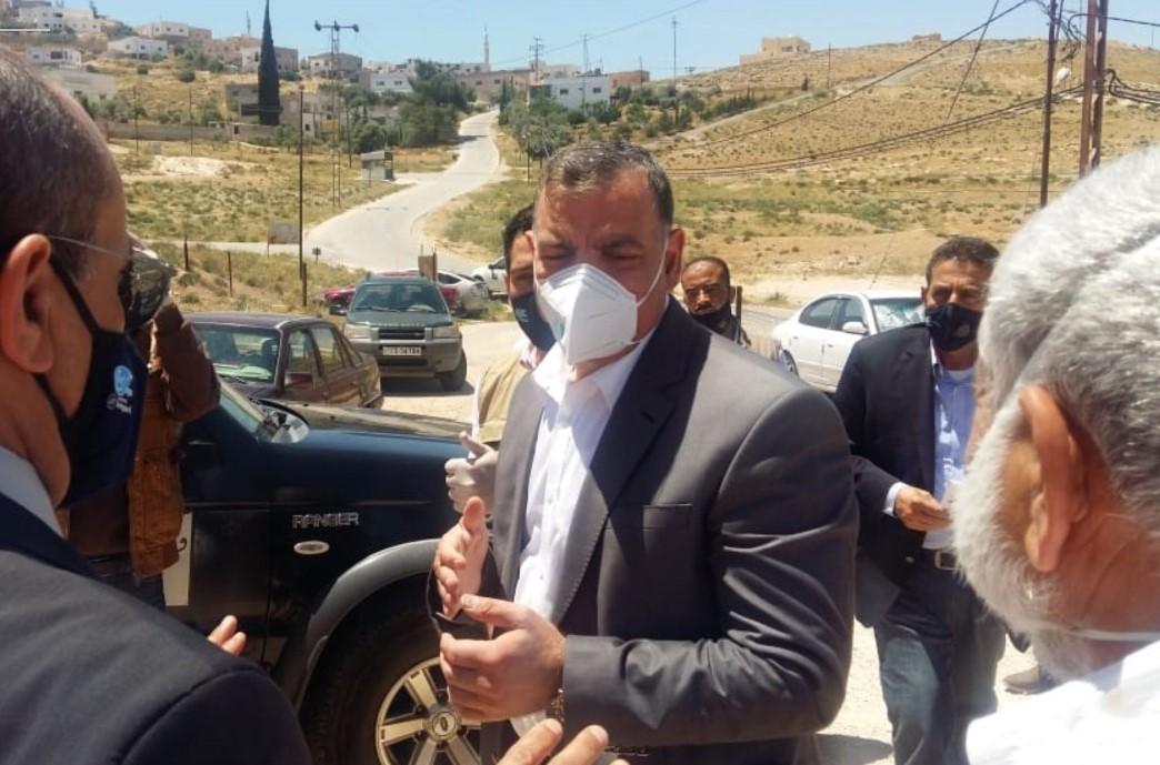 وزير الصحة خلال زيارة سابقة لمنطقة الخناصري في المفرق
