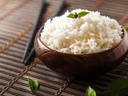 الأرز الأبيض قد يكون أكثر فاعلية في تحسين النوم إذا تم استهلاكه قبل ساعة واحدة