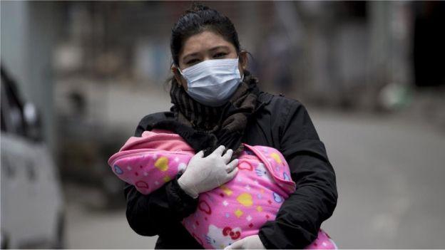 تشير تقديرات منظمة الصحة العالمية إلى أن 80 مليون طفل على الأقل تقل أعمارهم عن سنة معرضون لمخاطر الإصابة بالدفتيريا وشلل الأطفال والحصبة