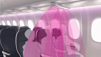 """يُُعد """"AirShield"""" جهاز بسيط يمكن وضعه في فتحات التهوية الموجودة في مقصورات الطائرات الفعل."""