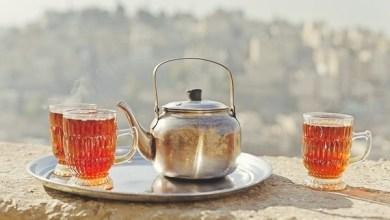 شرب الشاي الساخن ليس الخيار الأمثل دائما في الجو الحار