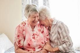 Photo of كشف العلاقة بين الضحك والصحة في الشيخوخة