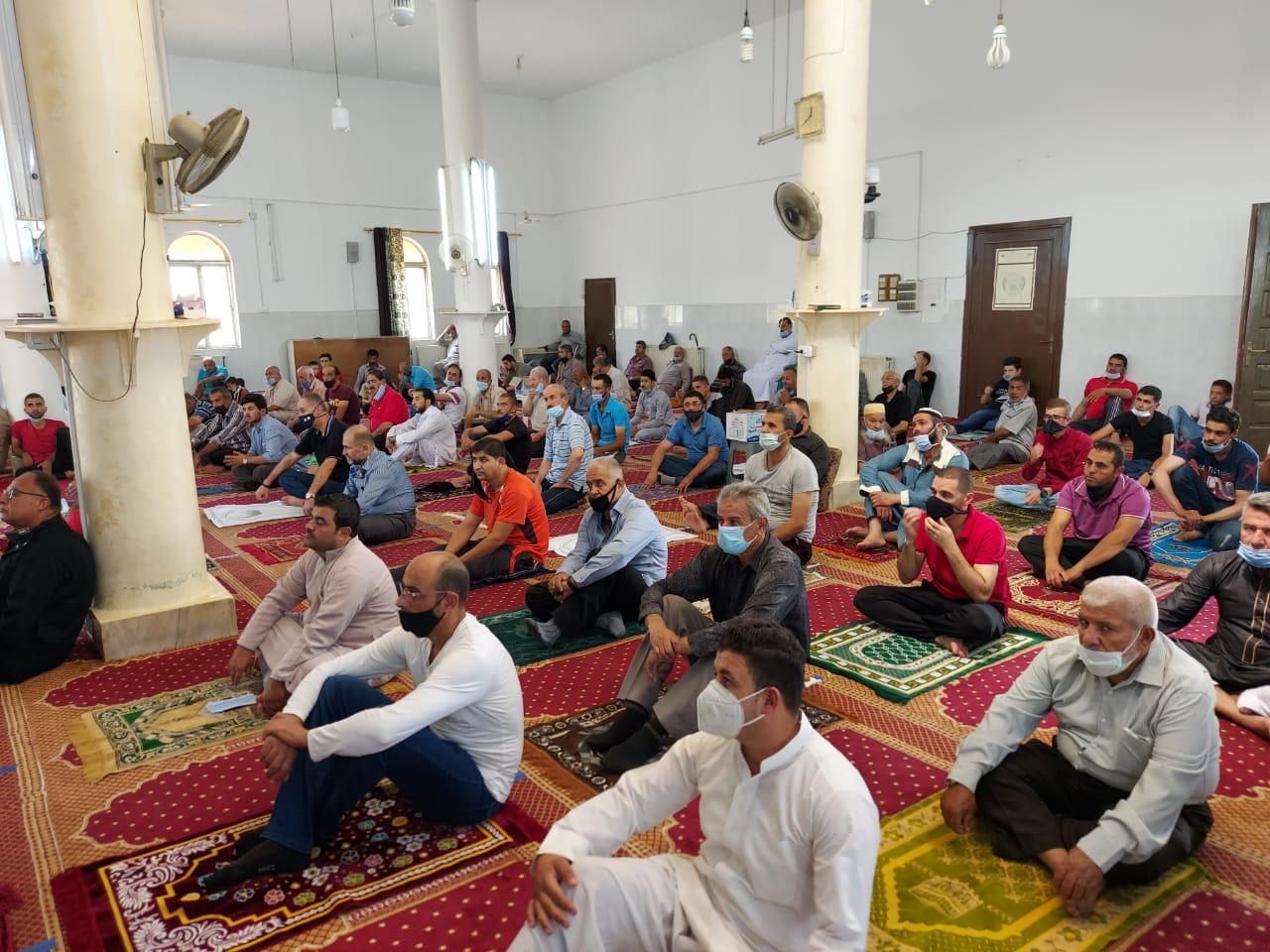صلاة الجمعة في أحد المساجد
