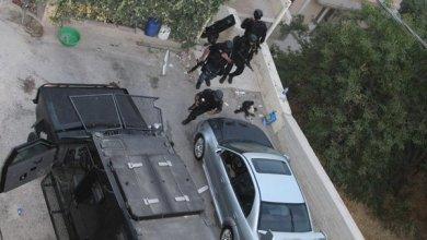 Photo of مادبا.. القبض على 4 فارضي أتاوات وملاحقة 10 آخرين وإغلاق منطقة المهبط