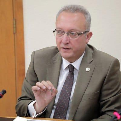 الدكتور إسلام مسّاد القائم بأعمال مدير عام مستشفى الجامعة الأردنية
