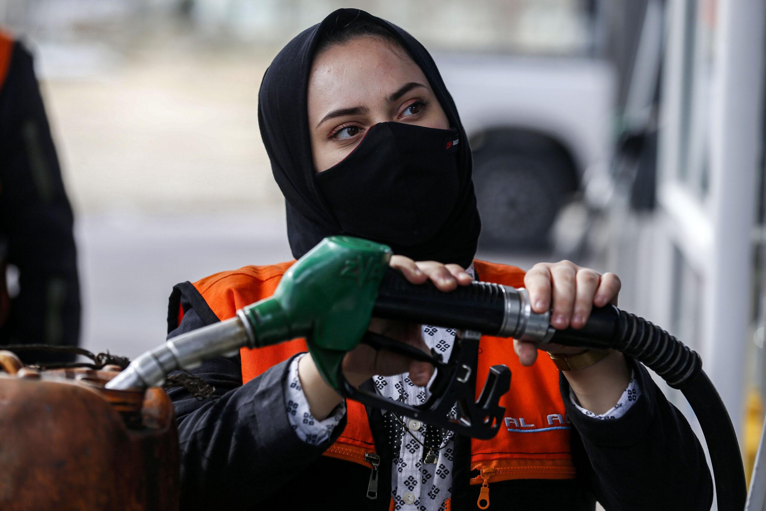 سلمى النجار من غزة وتعمل في محطة وقود- ا ف ب