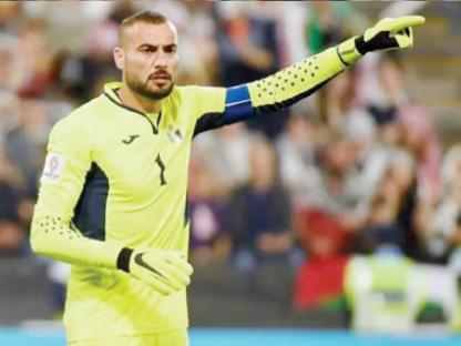 شفيع ينافس على جائزة أفضل لاعب عربي