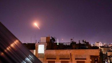 Photo of قتلى في سورية بهجوم واسع لإسرائيل