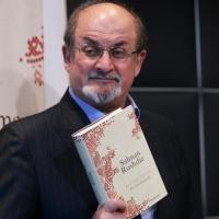 حقيقة السارق المرتد سلمان رشدي وروايته المسروقة آيات شيطانية واحتفاء الغرب به